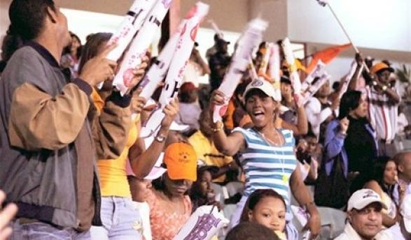 La alegría es el factor que une a los entusiastas fanáticos de los Toros del Este que repletan cada día el estadio Francisco Micheli.