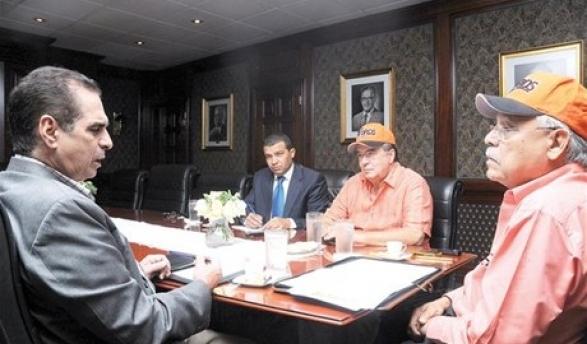 Invitados. Frank Micheli y Jean Giraldi, presidente y gerente general de los Toros del Este durante su comparecencia en el Café Deportivo de LISTÍN DIARIO.