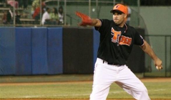Héroe. Raúl Valdez fue el lanzador ganador en el partido de anoche frente a los Tigres del Licey.