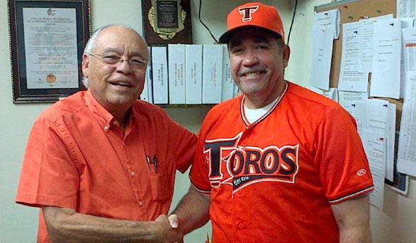 Frank Micheli (presidente de Los Toros del Este) y Eddy Díaz (Nuevo manager del equipo)