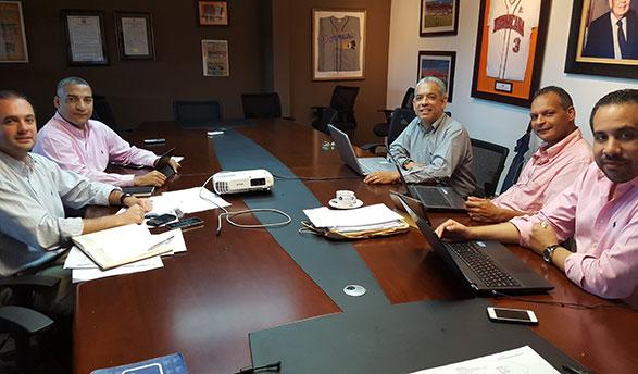Integrantes del Departamento Comercial y de Comunicaciones de los Toros del Este. Desde la izquierda, Jorge Sturla, Juan Julio Báez, Ernesto Kranwinkel y  Mario Emilio Guerrero, durante una reunión de trabajo.