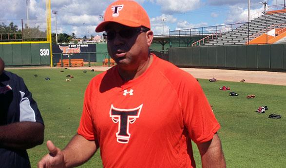 Luis Dorante conoce el béisbol dominicano